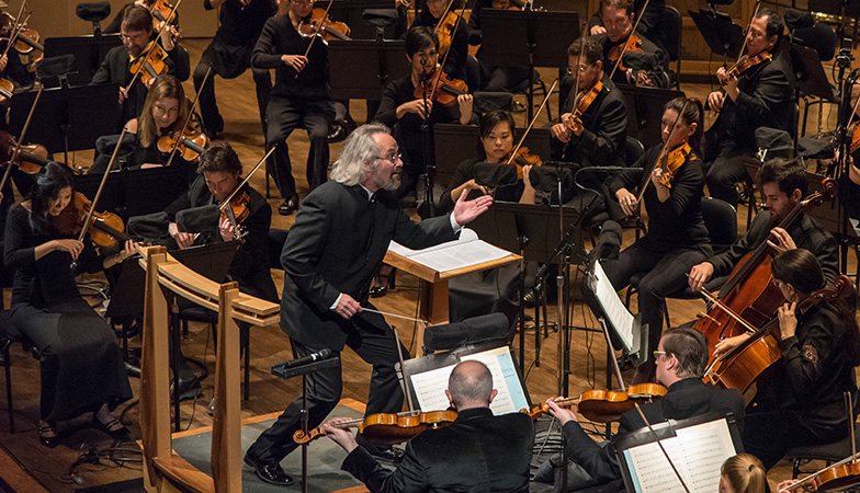 Carlos Kalmar conducts the orchestra
