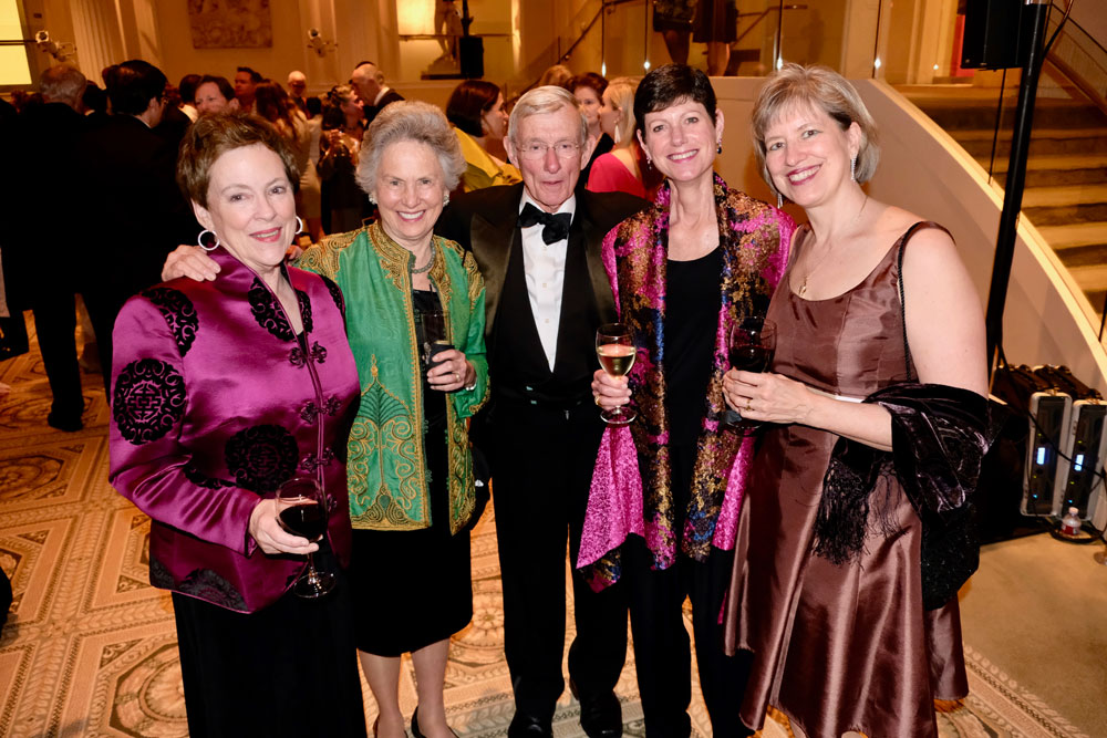 Gala guests with wine